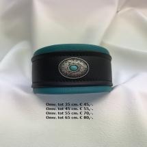 groen zwarte halsband,metalen, knopen opdruk
